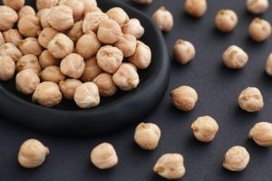 Chickpeas in a black plate